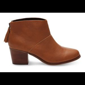 Toms woman leather ankle booties. Sz.8 NIB
